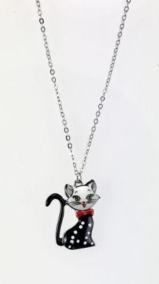 Mine İşlemeli Sevimli Kedicik Kısa Tasarım Kolye - Rhodium Kaplama
